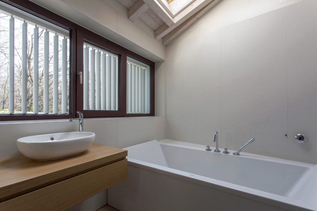 Bagno: ventilazione naturale e monitoraggio dell'aria indoor