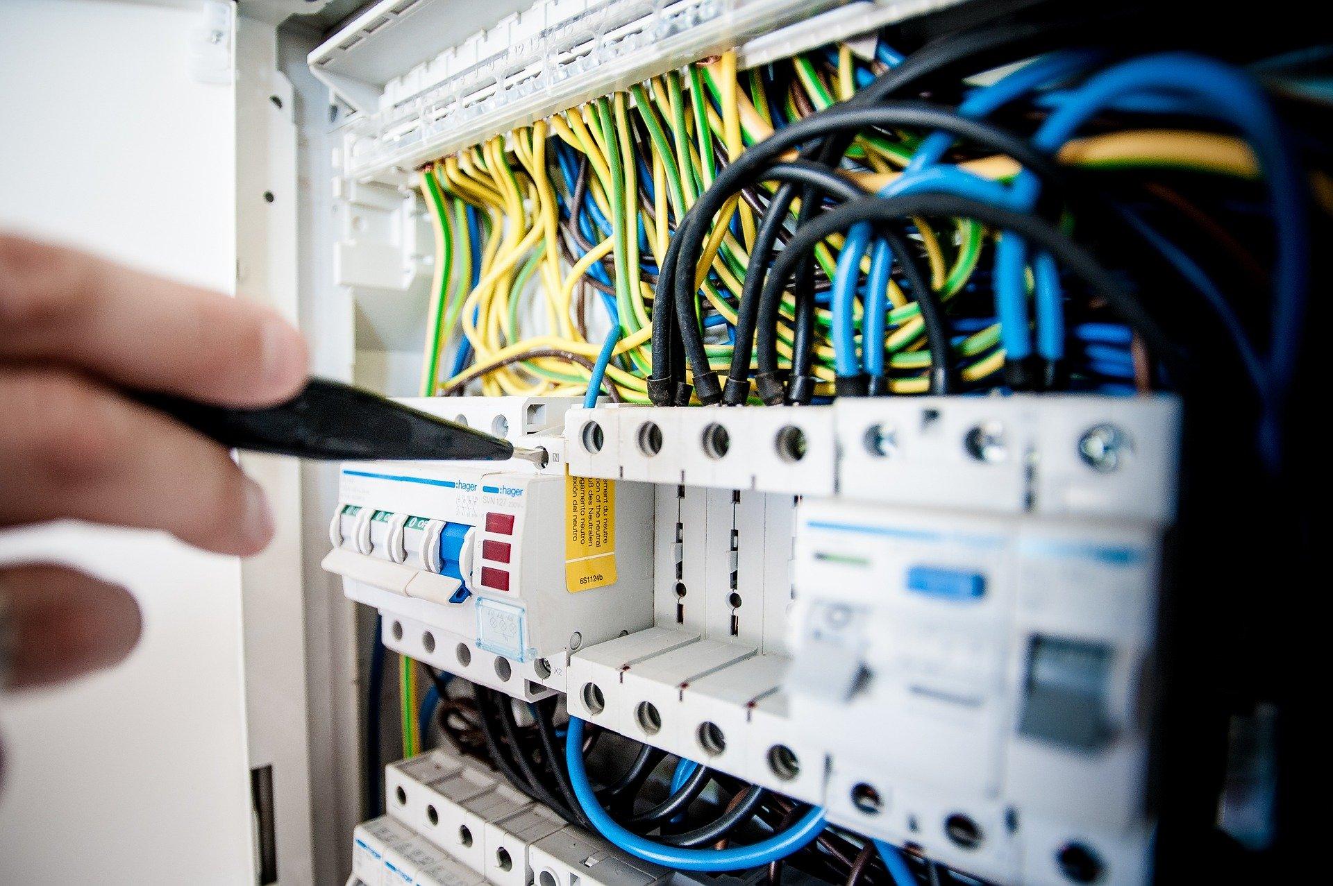 Impianto elettrico a norma o no? Ecco come fare gli accertamenti