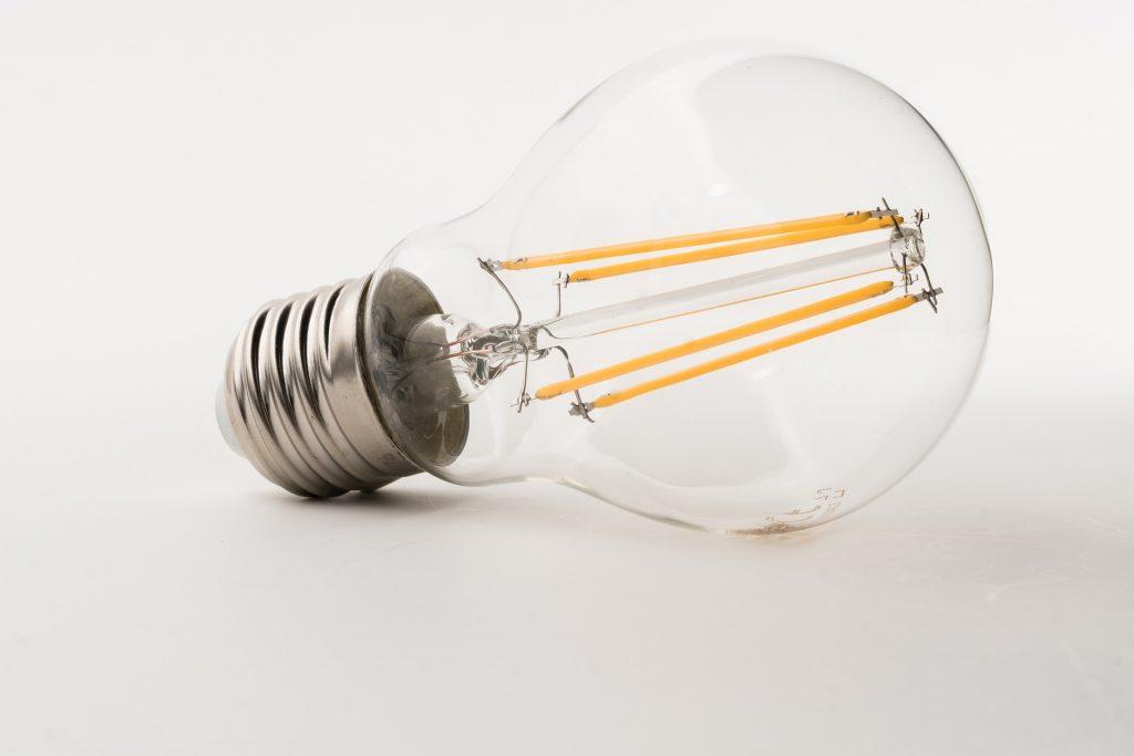 lampadina led con attacco standard E27