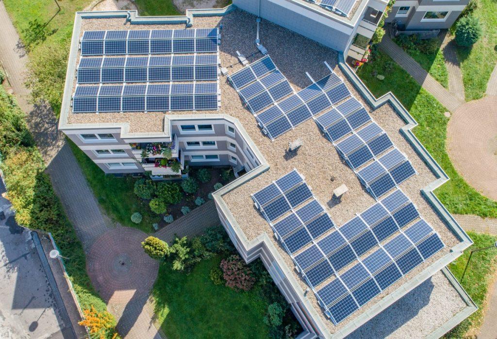 Esempio di installazione di pannelli fotovoltaici su condominio