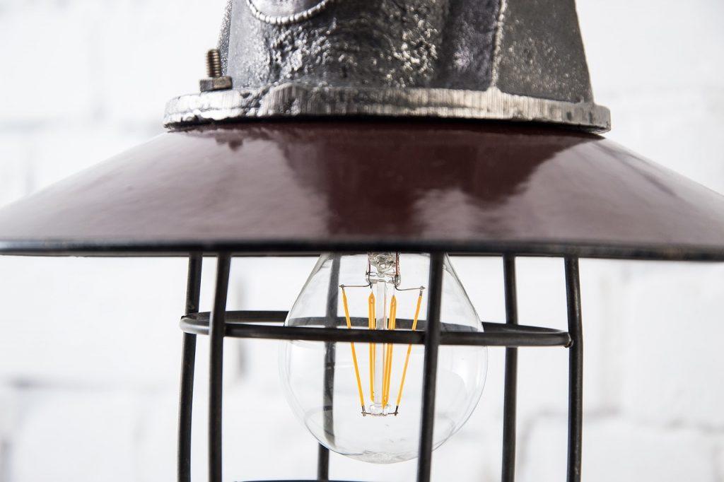 arredamento green con lampade da scarti industriali