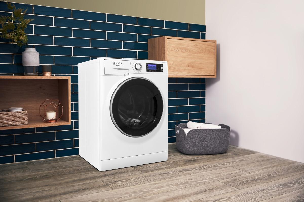 Igienizzare i capi con la forza del vapore con la lavatrice Active 20° di Hotpoint