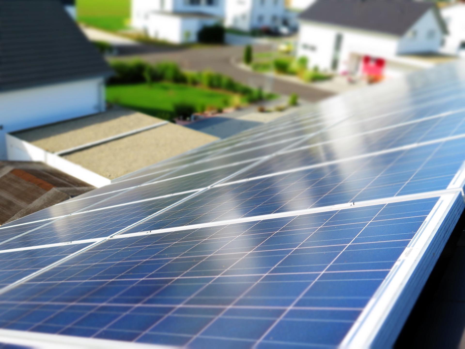 pannelli fotovoltaici installati su una casa