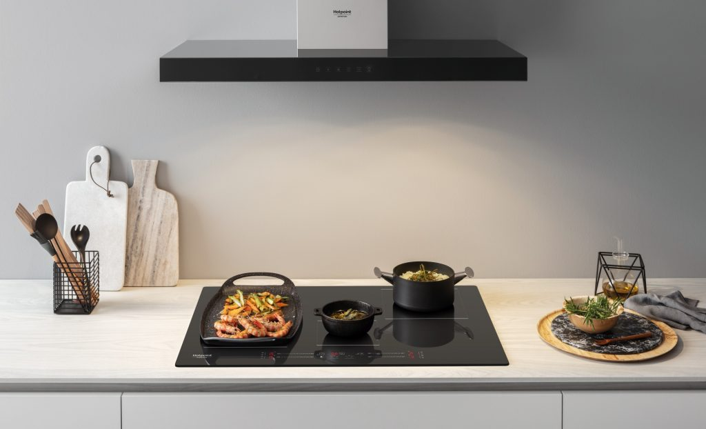 Nuovo piano cottura a induzione di Hotpoint è perfetto alleati in cucina