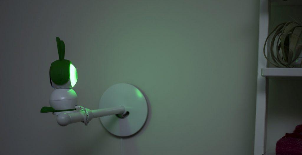 La videocamera baby monitor è dotata di luce notturna multicolore per tranquillizzare