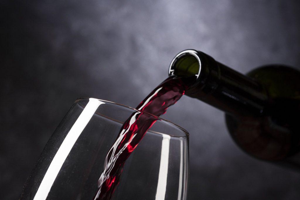 Umidità e temperatura ottimali con la cantinetta da vino