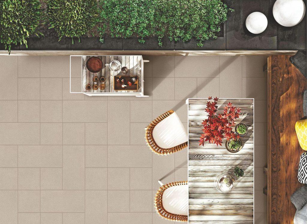 terrazzo con pavimentazione a quadrotti