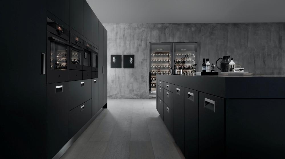Design minimal ed elegante per la linea Matt Black AEG