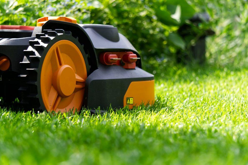 robot tagliaerba sono soluzioni ideali per automatizzare lo sfalcio del prato