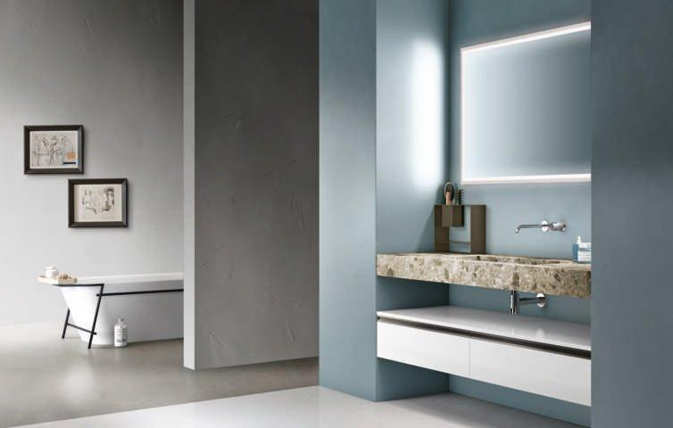 con Carta bianca di Cerasa si possono sfruttare le nicchie di un bagno piccolo