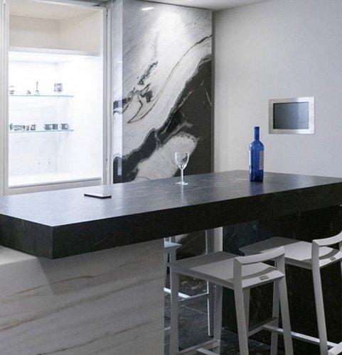 Cucina realizzata con marmo Antolini