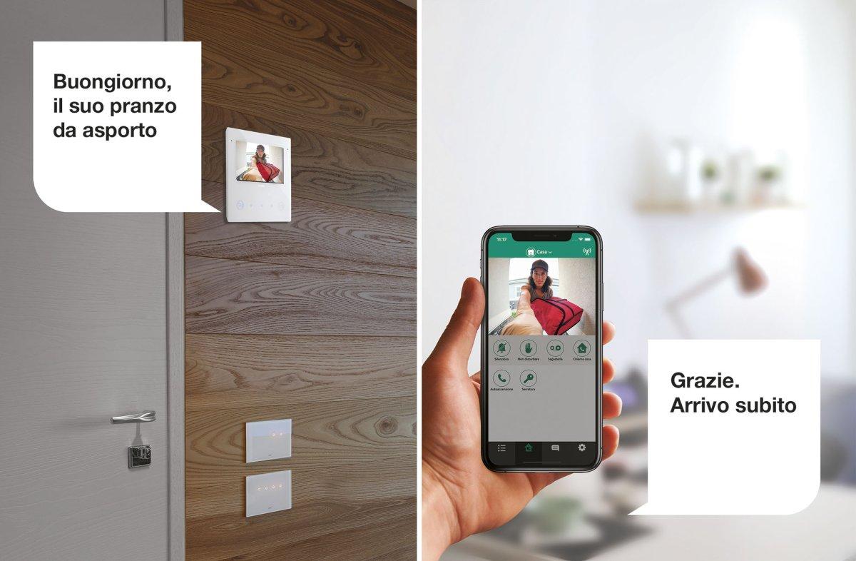 Sempre connessi con la casa con il videocitofono smart Tab 5S Up
