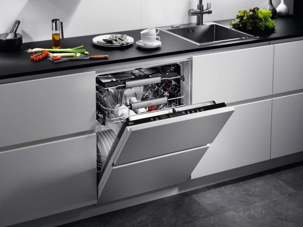 lavastoviglie AEG FSE84707P oversize per numero coperti