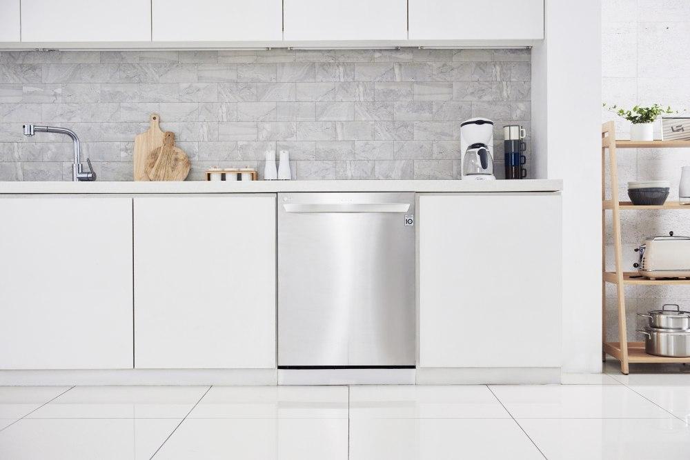 LG ha dotato la lavastoviglie LG QuadWash di tecnologia TrueSteam