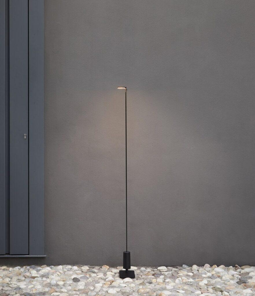 Flia è la versione da terra di lampada portatile