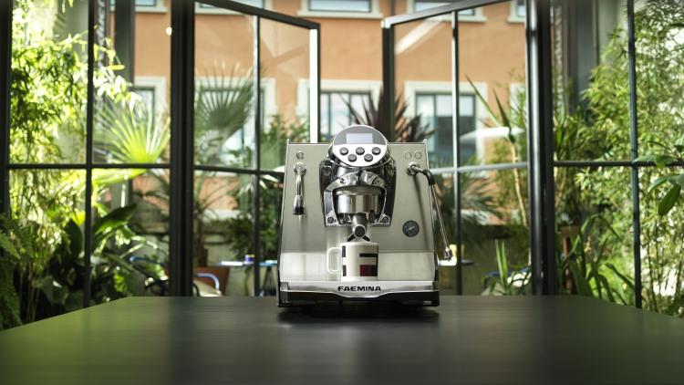 Faemina: la nuova macchina per il caffè espresso di casa